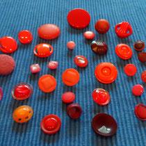 30 wunderschöne rote Ösenknöpfe