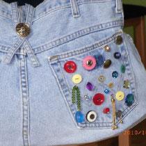 Jeanstasche *crazy* mit Knöpfen & Perlen dekoriert - von Bärbel König (2)
