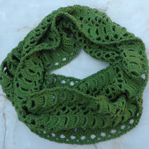fertiger Loop-Schal in hellgrün