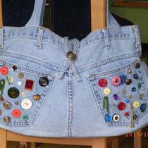 Jeanstasche *crazy* mit Knöpfen & Perlen dekoriert - von Bärbel König (1)