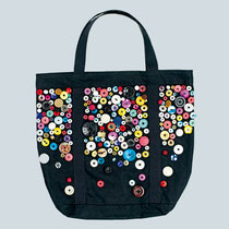 eine Tasche - mit Knöpfen dekoriert (Foto: Jan Schmiedel)