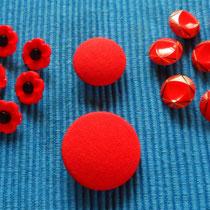 Rote Knöpfe_groß und klein