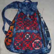Rucksack_Vorderansicht mit aufgesetzter Tasche