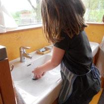 Kindgerechte Einrichtung erleichtert das tägliche Üben.
