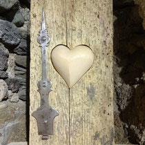 Herz-Dekoration aus Altholz und Zirbe