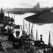 Mülheimer Hafenkrähneund Domblick, um 1910.