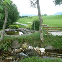 Kneippanlage in 87637 Eisenberg- Speiden - bis Holzschnitzerei, nach ca. 150 m rechts, Beschilderung (Ostallgäu) (Foto: Tourist Info Eisenberg)