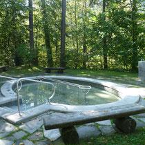 Wassertretanlage in 83457 Bayerisch Gmain - am Bergkurgarten (Foto: Kur-GmbH Bad Reichenhall/Bayerisch Gmain)