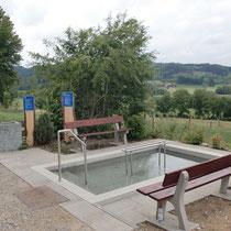 Kneippanlage in 87733 Markt Rettenbach - Richtung Winden(Burg) Hinweisschild (Unterallgäu)