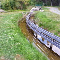 Wassertretbecken in 94145 Haidmühle - Jogl-Kneippanlage am Mirasatbach (Wanderweg nach Frauenberg) (Bild: Touristinfo Haidmühle)