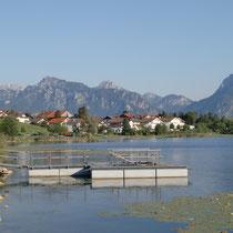 Wassertretbecken mitten im Hopfensee in Hopfen bei Füssen (Allgäu)