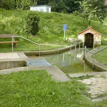 Kneippanlage in 92439 Bodenwöhr- Ortsteil Kaltenbrunn von Schwandorf aus kommend - (Bild: Touristinfo Bodenwöhr)