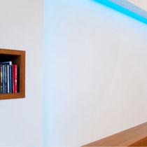 Eine vorgesetzte Wand mit indirekter Beleuchtung sorgt für attraktive Blickwinkel