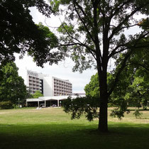 modernes Kurzentrum mit Hotel