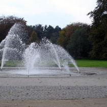 Wasserspiele am Haupteingang