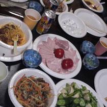 料理研究家・片幸子さんお手製の料理の数々。三浦邸ですぐに食べられるよう仕込みをして持ってきてくれました。