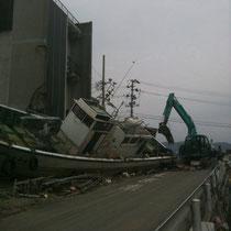 4/30 越路姉妹 石巻ライブ。その日から船の撤去作業が始まった!