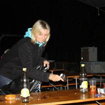 Bettina sorgt für saubere Tische