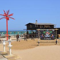 """Strand mit Chiringuito  """"La Pirata"""" in der Nähe von Oliva, Piles, Gandia"""