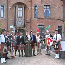 La garde écossaise en compagnie de Lord Harry Haye, du Comte t'Oint de Roodebeque, de Sir Tom Hye et du Pipe personnel du Clan Haye