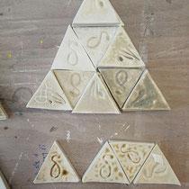 Plaquettes d'échantillons d'emaux de cendres de SOUDE de Camargue, de sel et de limons du Rhône. Crédit photo Rémi Lubin