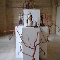 Cellules, 2018. Installation mix-medias (principalement bois et céramique) Longueur 12 mètres x Hauteur 4 mètres