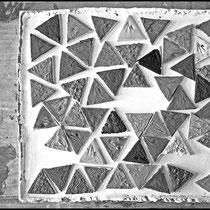 Plaquettes d'échantillons d'emaux céramique, composés de cendres de plantes de Camargue, de sel et de limons du Rhône. Crédit photo Rémi Lubin