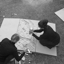 Performance, 2020. Impressions topographiques sur argile crue, panneau 2/3, 60x120cm. Restitution de résidence Echangeur 22, Saint Laurent des Arbres
