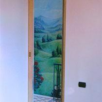 trompe l'oeil su porta scorrevole in legno