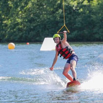Faire du wakeboard au Lac aux Ramiers.