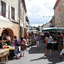 Le marché à Vernoux tous les jeudis.