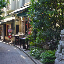 But in the side street just a few meters away from the bustling street, .you will find a chic street like 'Brahms' path.'