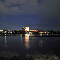 Skyline von Verden mit Dom und Aller bei Hochwasser Winter Nacht