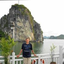 surcando la Bahía de Halong