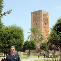 La Torre Hassan desde el Mausoleo de Mohamed V