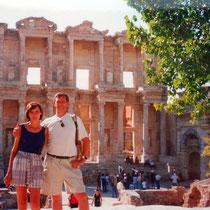 desde las ruinas de la Biblioteca de Celso en Efeso (Turquía)
