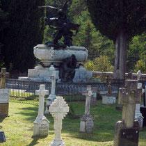 Cementerio de Roncal y Mausoleo del Tenor Gayarre