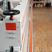 Bekantung von Plattenmaterial, aufleimen von ABS-Kanten, Holzanleimer, wasserfest verleimte Kanten für Schreiner der Region