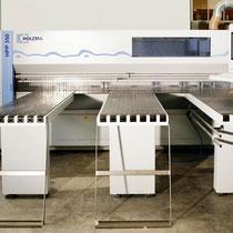 Computerunterstützte liegende Plattensäge, Zuschnitt für Plattenmaterial und Serienfertigung