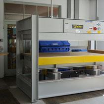 Furnierpresse zum Aufleimen von Furnieren oder Schichtstoffen