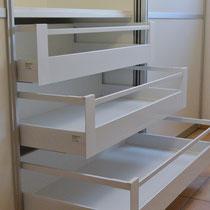 Garderobenschrank mit Schubladen jede mit 50 kg belastbar