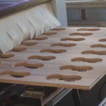 Serien - Fräsung der Nussbaum furnierten Holzplatte