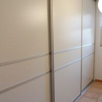 Gleitschiebetürenschrank mit 3 Türen im Garderobenschrank