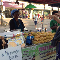 """Le fameux """"sticky rice mango"""", j'en rafolais à mon arrivée en Thaïlande"""