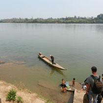 Petite croisiere sur la riviere avant d'arriver au depart de la randonnee