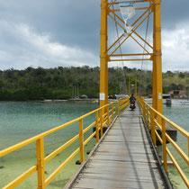 Pont tout neuf pour aller a Nusa Ceningan