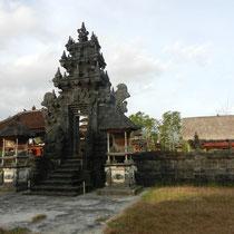 Un temple parmis les centaines qu'il existe sur l'ile.