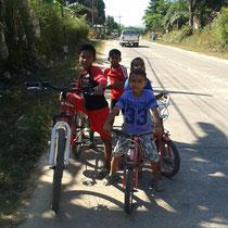 Des enfants qui me suivent sur plusieurs centaines de mètres.