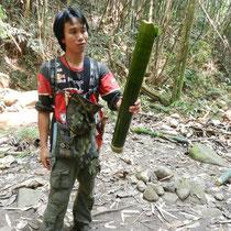 le bambou pour transporter l'eau