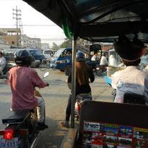 le traffic. Au Cambodge, on roule a droite, mais ca ne se voit pas trop...